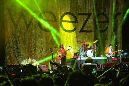 flagig-Konser-Weezer