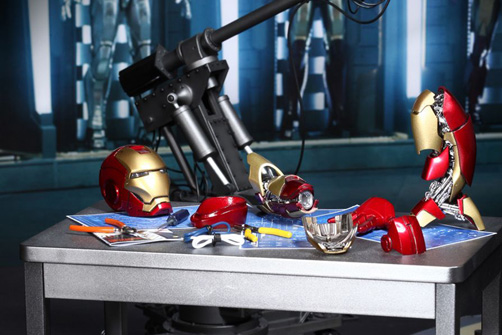 hot-toys-iron-man-3-tony-stark-limited-edition-collectible-figure-2