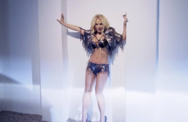 BRITNEY-SPEARS-WORK-BITCH-facebook 1