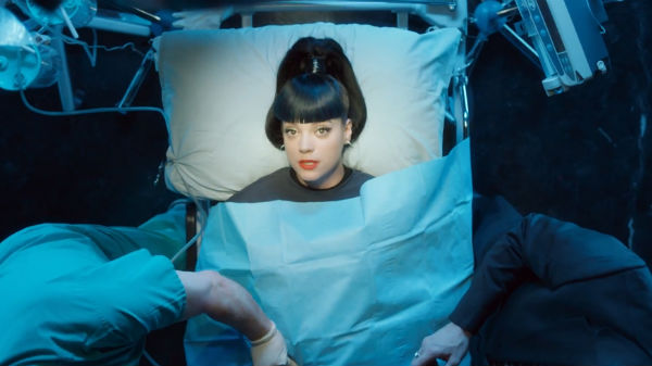 lily-allen-hard-out-here-600x337