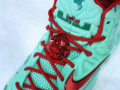 Nike_BBall_XMAS_LBJ_LOCK_25950