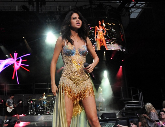 selena-gomez-we-own-the-night-tour-performance-in-atlanta-14-3000x1996