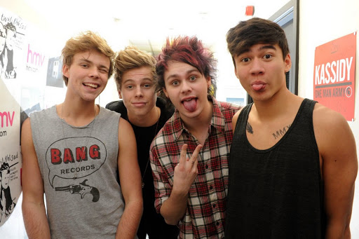 5-seconds-of-summer-at-HMV-in-Glasgow-3279681