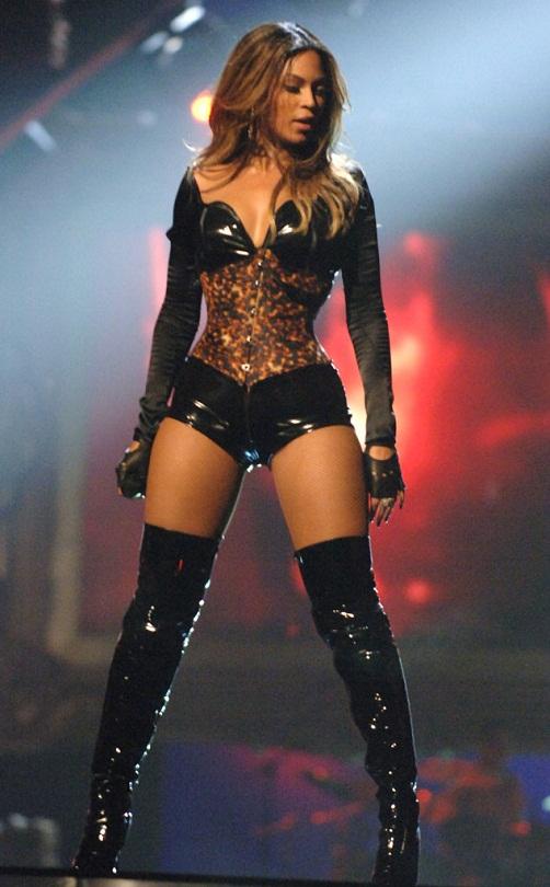 rs_634x1024-140807043231-634.Beyonce-VMAS-2006-80714