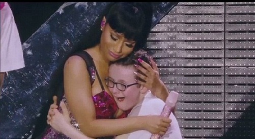 27449E3C00000578-3025155-The_hug_that_heals_Nicki_Minaj_clasped_a_young_fan_called_Donny_-a-10_1428107953245
