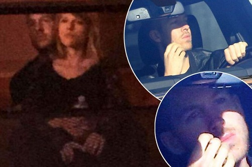 Fan-catches-Taylor-and-Calvin-as-they-got-VERY-close