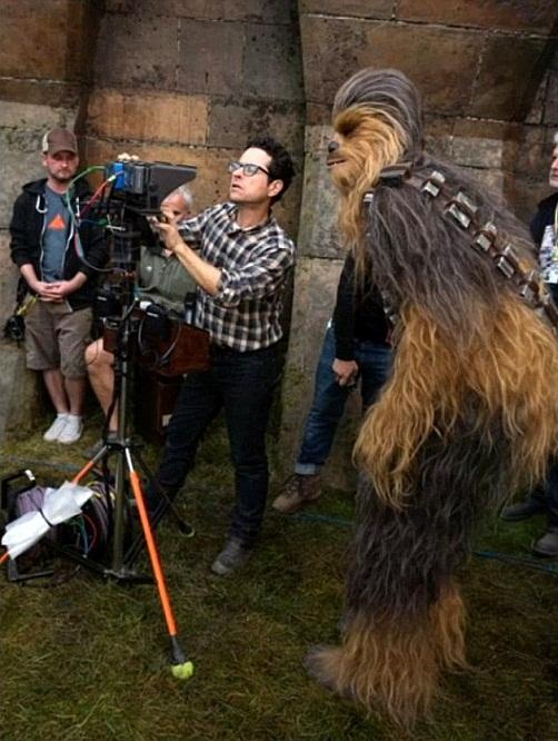 trailer-star-wars-rilis-jj-abrams-bagikan-foto-lucu