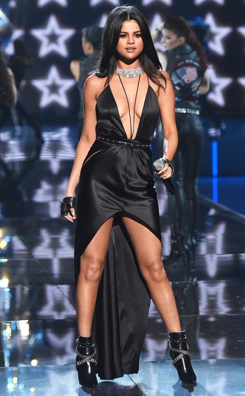 rs_634x1024-151110184116-634.Selena-Gomez-Victorias-Secret-Fashion-Show-Runway.ms.111015