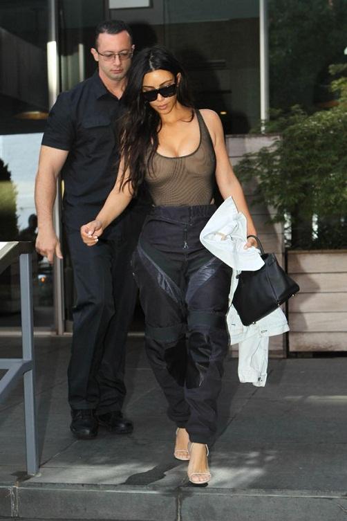 kim-kardashian-withot-bra