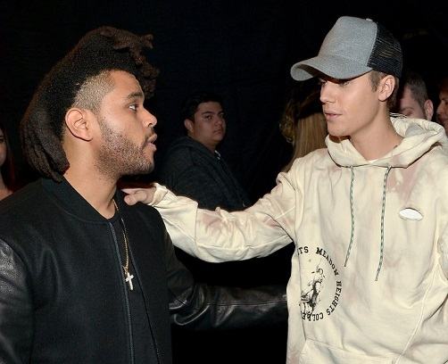 the-weeknd-and-justin-bieber-american-music-awards--1448271444-view-3